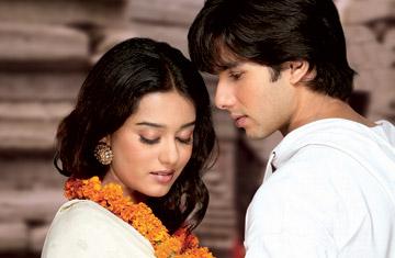 UN ROMANTICO AÑO NUEVO DE SHAHID Y PRIYANKA Bollywood_0215