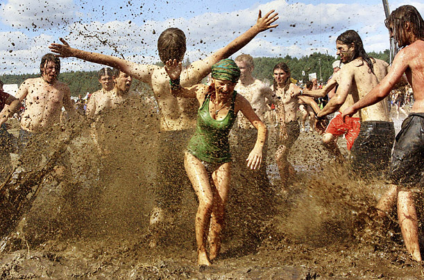 46 Years Ago Today, 500,000 People Descended On A Farm For The Greatest Music Festival Of All Time Woodstock_poland_02