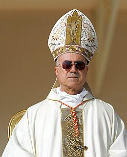 Papus horribilis Bertone_cardinal_tarcisio