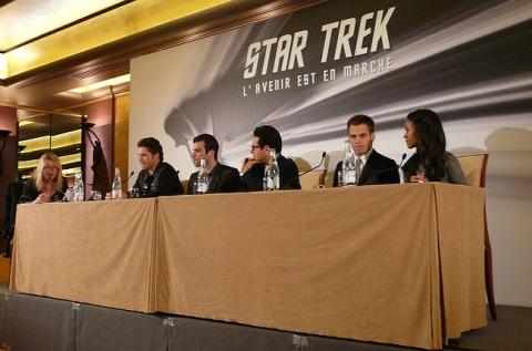 Conference de presse à Paris/ articles Anglais !!! Star_trek_11_conference_de_presse_paris_groupe_debut