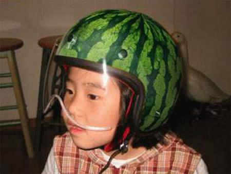 Imagens [Humor]  Capacetes super originais...  Uphaa_com_helmet%20(13)