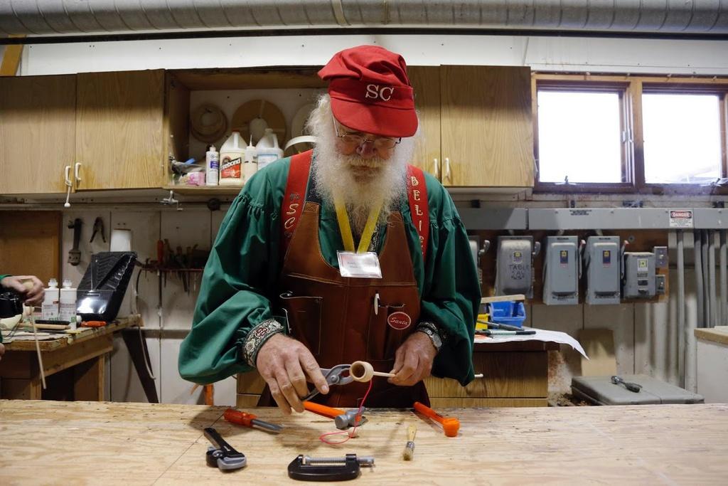 Trường đào tạo ông già Noel náo nhiệt chuẩn bị Giáng sinh E9hyHkaRFZdDV_jLZuTS6swNMZxzZ_zcjkuUU1bfaOUD2wVaHZpOpJkXzLJeBg3Fqey1H0lKxWxGrEaUU4vzg