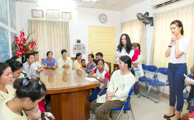 Hoa hậu Thùy Dung tặng quà trung thu cho bệnh nhân nhi Hoahauthuydung2