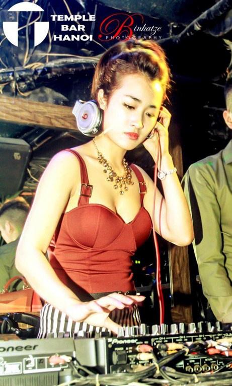 Nữ DJ muốn đắt sô buộc phải sexy Trang9