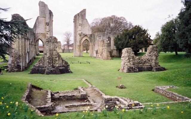 10 điểm đến bí ẩn nhất nước Anh Glastonburyengland640x398