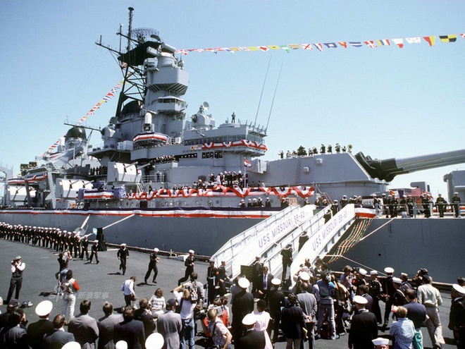 Iowa - Ảnh đẹp : Chiếm hạm thiếp giáp mạnh nhất của hải quân Mỹ Zing_iowa_6