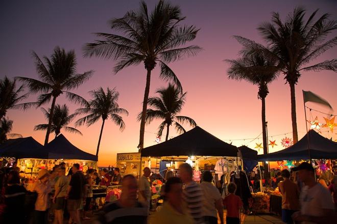 Những khu chợ giá rẻ đông khách nhất thế giới Mindil_Beach_Sunset_Markets872