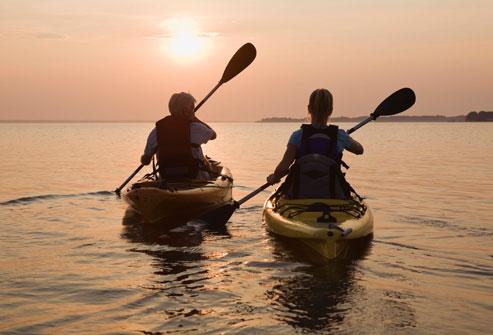 Što biste radili s osobom iznad, prikaži slikom - Page 7 Getty_rf_photo_of_couple_kayaking