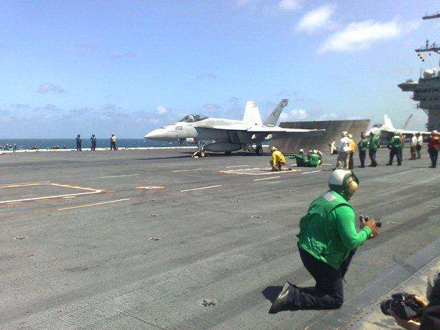 USS  CARL  VINSON  EN  PERU Pict11