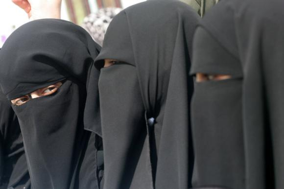 Veshjet e grave myslimane në vende të ndryshme! Jm-nikab-BM-Bayern-GAZA-CITY