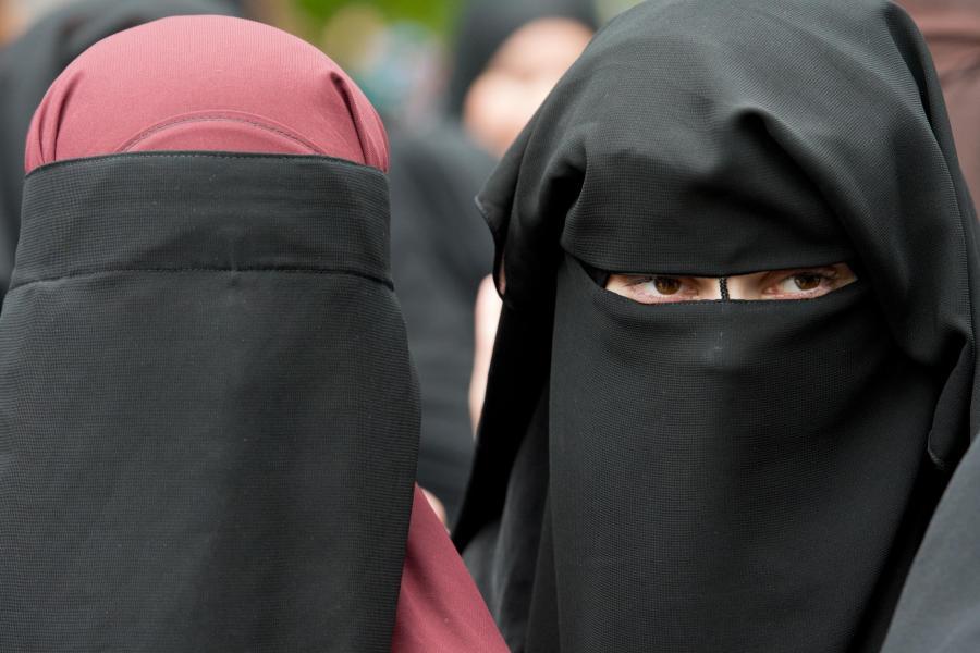 """Deutscher Islamist ruft zur Tötung """"Ungläubiger"""" auf Salafisten-Kundgebung-in-Offenbach"""