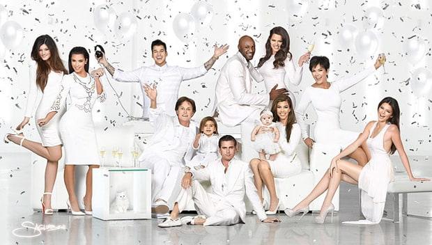 les éléments - Page 22 1355861300_kardashians-christmas-2012