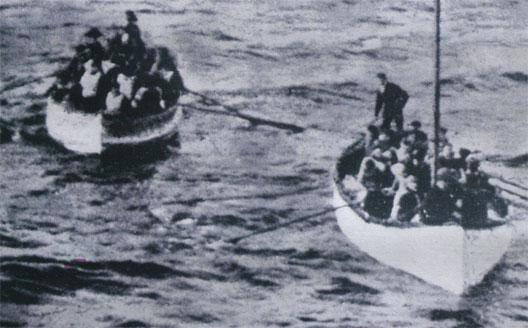 Une petite histoire par jour (La France Pittoresque) - Page 6 Titanic_chaloupes-544c161