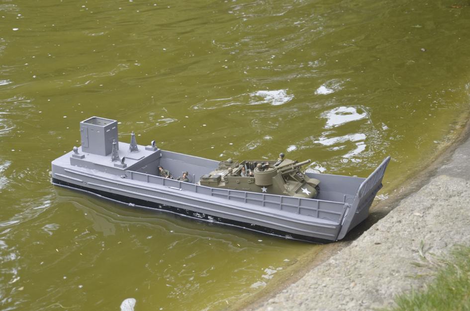 Barge LCM 6 au 1/16e - Page 5 Dsc_0127-copie-4fe6a40