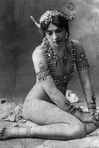 Une petite histoire par jour (La France Pittoresque) - Page 3 Mata-hari_paris_1910-53f3b46