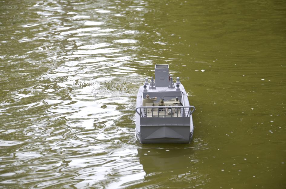 Barge LCM 6 au 1/16e - Page 5 Dsc_0120-4fe6aad