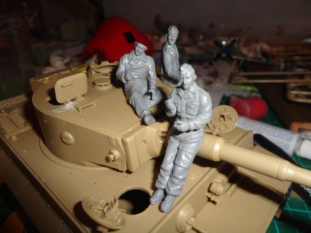 """Diorama : """"Il faut les arrêter ici ! """" [Tigre I late Tamiya + figurines Masterbox 1:35] Dsc03557-4d1edbe"""