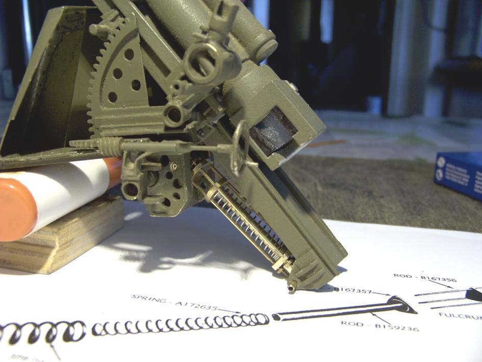 "M7 B1 105 Howitzer Gun Motor Carriage ""Priest"" - Heng Long - 1/16e - Page 2 Equilibrator-4dedf7f"