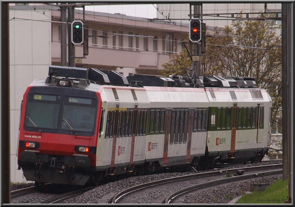 Spot du jour ferroviaire. Nouvelles photos postées le 28 Novembre 2016 Rbde-560-257-domino-cff_03-3410722