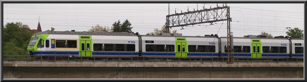 Spot du jour ferroviaire. Nouvelles photos postées le 28 Novembre 2016 Rabe-525-nina-bls-3546cdc