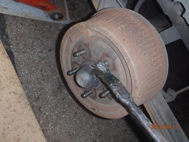 Des freins a tambours, c'est simple. P6130008-3ee905e
