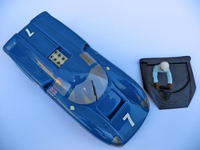 LOLA T70 au 1/32 et chassis COX P1080723-1--40e5290
