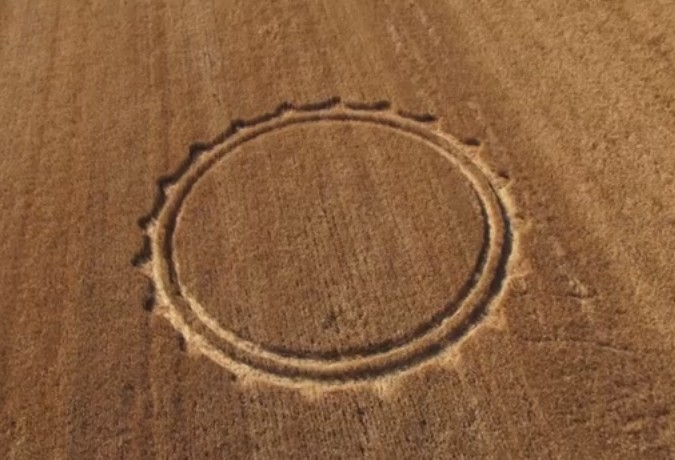 Crop Circles 2013. - Page 2 Italie-07-3f132c3