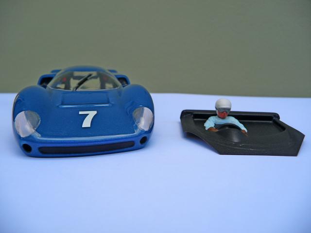 LOLA T70 au 1/32 et chassis COX P1080724-1--40e52a6