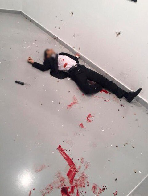 شاهد صور وفيديو لحظة مقتل السفير الروسي في انقرة بتركيا 34012-C0DnnzxW8AA9Fj6