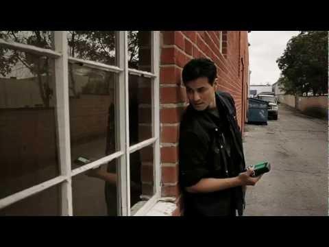 مؤدي صوت فيرجل ( Dan Southworth ) يعمل على سلسلة Divergence 0