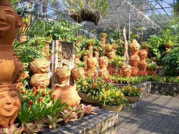 У вас много цветочных горшков? Берите пример с тайцев)) 103718164_97997_600