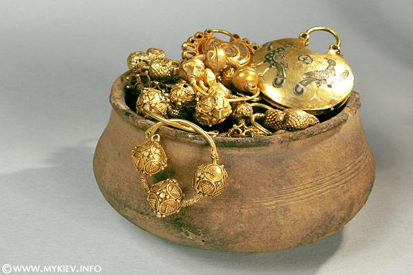 Артефакты и исторические памятники 32425716_nationaltreasuresmuseum_3_full