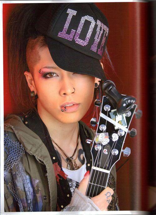 J-Rock (Японский рок) - Страница 2 40576452_Miyavi00007d0r