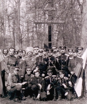 Воспоминания участников. История воздвижения крестов вместо свергнутых монументов Свердлову и Дзержинскому. 55401233_MARK_ORLOV__GRUPPOVOE_FOTO_U_KRESTA
