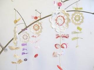 75 милых и трогательных идей для творчества! 70991732_1298245970_festive_flower_charms_3