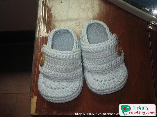 طريقة لصنع حذاء بالكروشي للاطفال 75447616_1