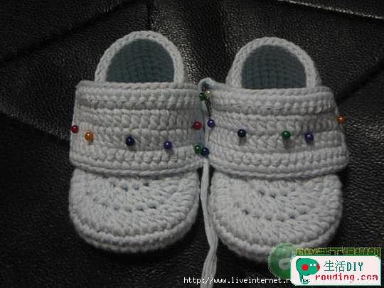 طريقة لصنع حذاء بالكروشي للاطفال 75447676_70