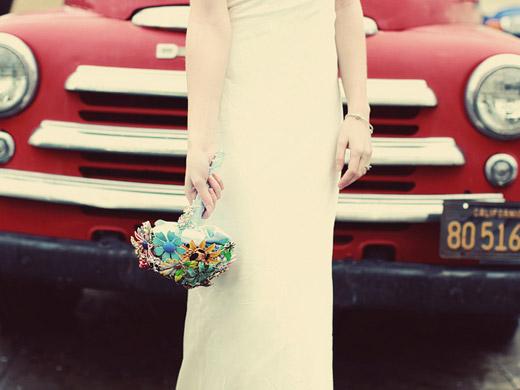 Свадебные букеты из винтажных украшений. 76389664_3437689_08fantasyfloraldesigns