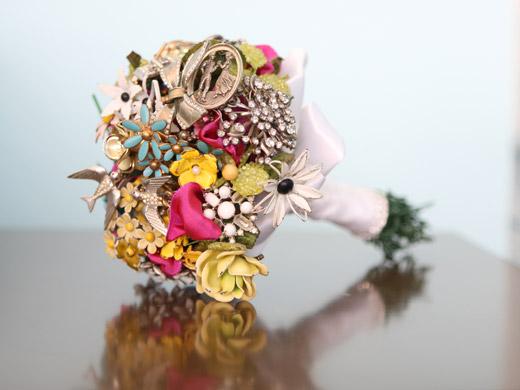 Свадебные букеты из винтажных украшений. 76389670_3437689_15fantasyfloraldesigns