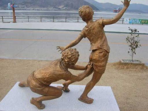 Statue i spomenici posvećene deci 94084342_large_2
