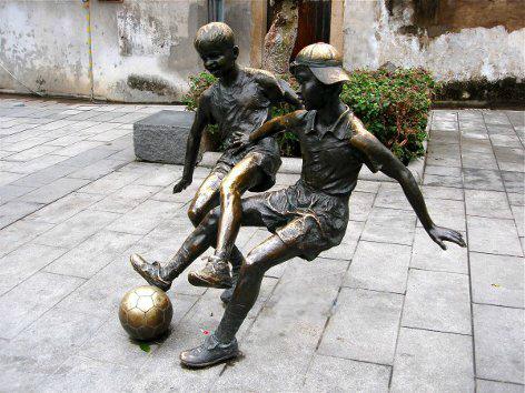 Čudne statue širom sveta - Page 6 94095720_6