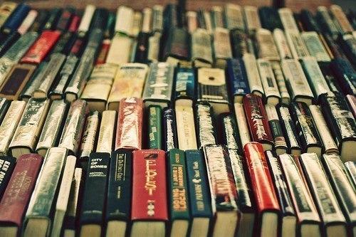 Бывают в этой жизни миги, Когда накатит благодать, И тут берутся в руки книги И начинаются читать. 96768532_large_YfttFvw_cW0
