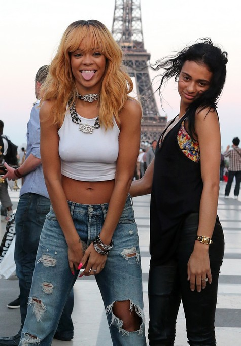 Rihanna  - Страница 15 101855344_large_FFN_CHP_Rihanna_060713_51123324