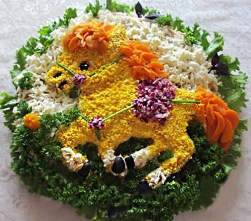 Фотоподборка оригинально оформленных новогодних салатов 108568584_h1pg