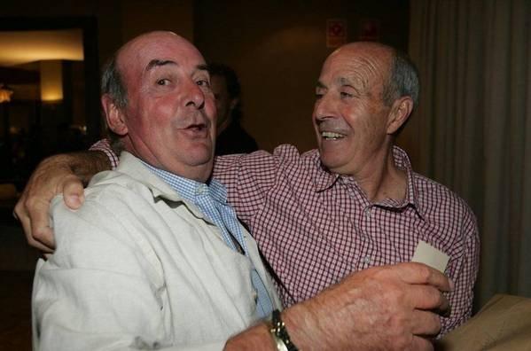 """تكريماً لأنجازاتهـ مع البلوغرانا صحيفة إلموندو تطرح صور للراحل """" بيريدا """" إليكم La-Agrupacio-Barca-Veterans-AB_54222469428_54115221154_600_396"""