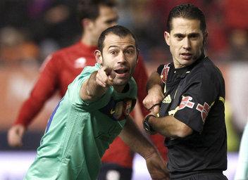 Deportivo - FCBarcerlona - Página 2 El-arbitro-Jose-Luis-Paradas-R_54252715320_51356729138_352_256