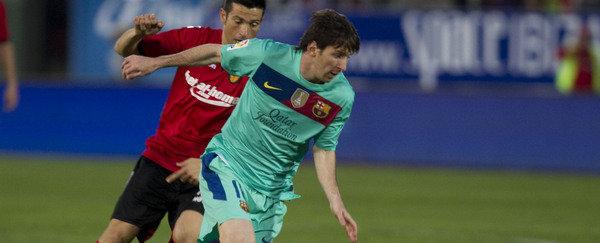 RCD Mallorca vs Fútbol Club Barcelona Jornada 11 de la LIGA BBVA 2012-1013  Marti-trata-de-frenar-a-Messi-_54355018690_54115221155_600_244