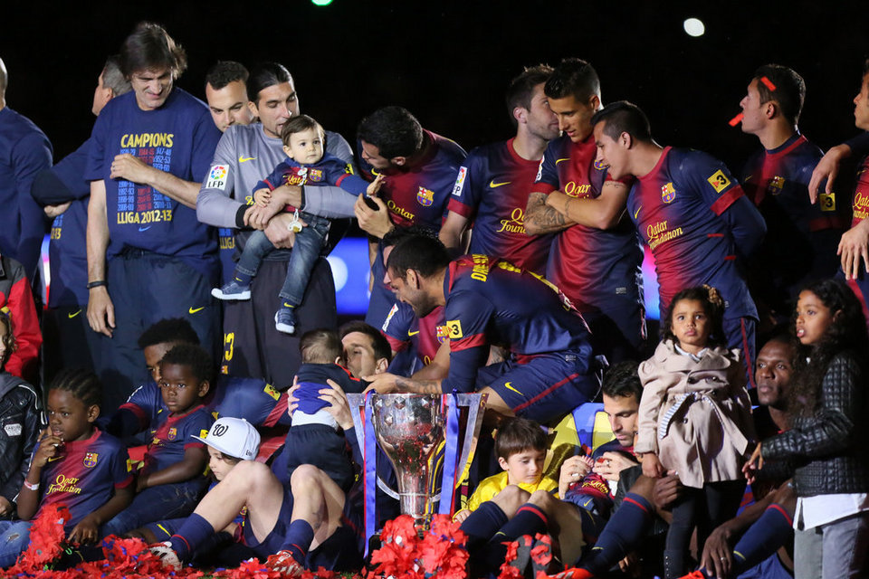 صور احتفالات برشلونة بلقب الليغا الاسبانية في ملعب الكامب نو  19-05-2013 Celebracion-de-la-Liga-al-fina_54373686480_54115221152_960_640