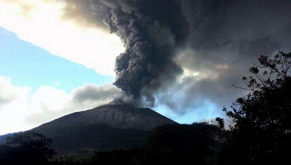 REPARACIÓN DE ARMADURAS - FRAGUA DE LA CORONA SOLAR - Página 3 El-volcan-Chaparrastique-entra_54397655385_53699622600_601_341