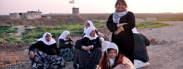 La barbarie del Estado Islámico se ceba en los niños discapacitados Miembros-de-la-comunidad-yazid_54423490534_51351706917_600_226